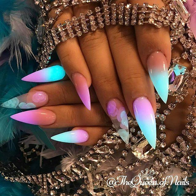 Neon fluoreszierende blaue, pinke, klare, scharfe Stiletto Nägel – Schöne nägel