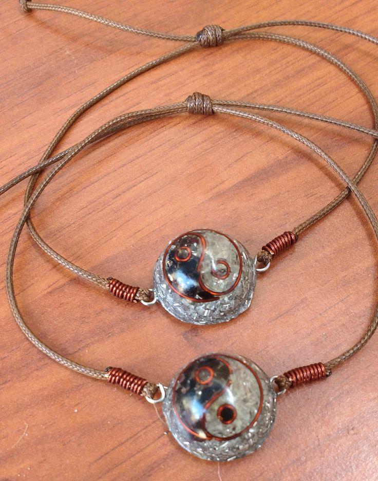 Orgonita pulsera Ying Yang, cuarzo cristal, turmalina, cobre, viruta de metal y resina.