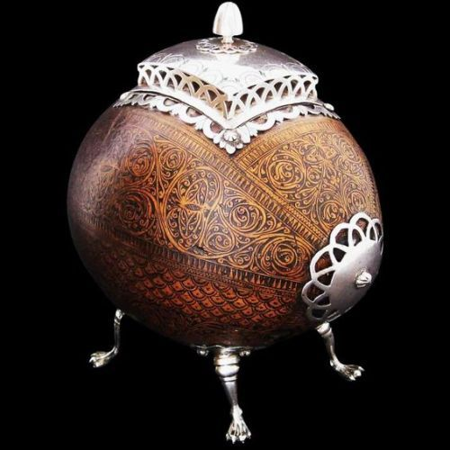 Coconut and silver money box. Colonial Guatemala, 18th century.