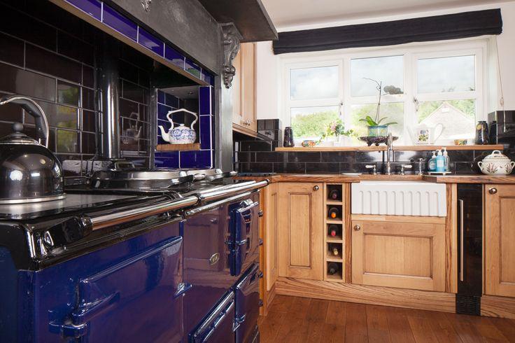 Bright White Lacquered Kitchen Cabinets