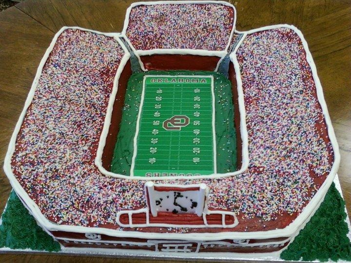 Cake Decorated Like Football Field : 33 best images about Stadium Cakes on Pinterest Birthday ...