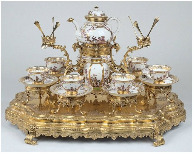 tea service porcelain and gold leaf. 1725-1730 from the Meissen factory in Germany. Set consists of porcelain cups (Note no handles until mid 1760s) teapot, angular tea caddy, oval sugar bowl and six cups and saucers, all resting on a gilt tray