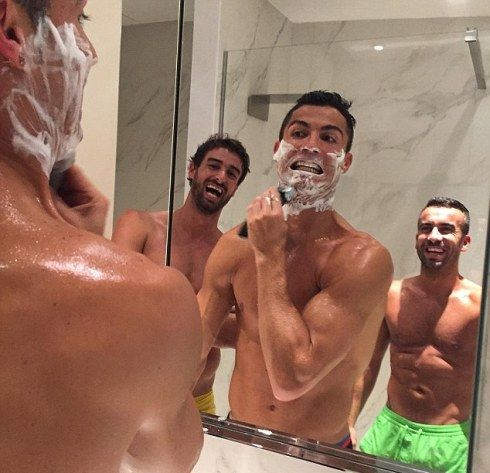 Welcome To Chitoo's Diary.: Photo of Cristiano Ronaldo and his team mates, che...