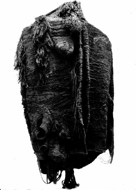 Magdalena Abakanowicz - Abakan  (centre Pompidou). Magdalena Abakanowicz - ogólnopolski interdyscyplinarny konkurs artystyczny - zgłoszenia przyjmujemy do 31 lipca 2015 r. Zapraszamy!  Zdjęcia dzieł - Madryt Retro, Reina Sofia, 30 katalog do wystawy. #MagdalenaAbaknowicz #dzieła #rzeźby #instalacje #abakany http://artimperium.pl/wiadomosci/pokaz/539,muza-2015-magdalena-abakanowicz-regulamin-konkursu-i-karta-zgloszeniowa#.VYXU6fntmko