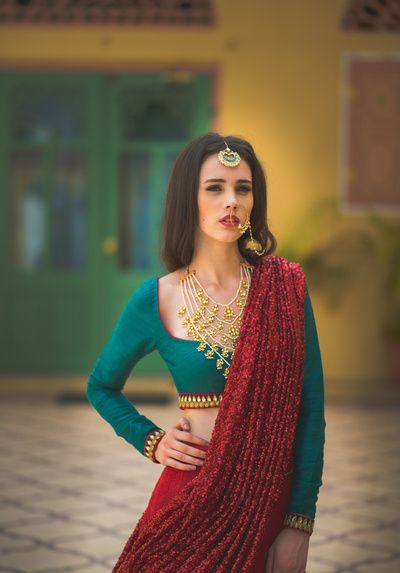 hyderababdi jewellery, nizami jewellery, layered jewellery, nose ring, shimmery dupatta, sequinned dupatta, glittery red dupatta, green blouse, blouse neckline