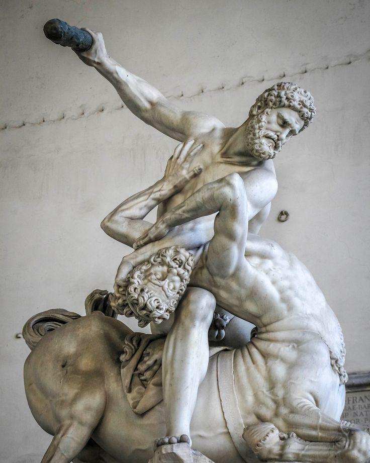 Статуя «Давида» на площади Микеланджело (копия) . (2-ое фото) Базилика Санта-Кроче) Там находятся могилы Микеланджело, Маккиавелли, Галилея и многих других известных людей) . (3-е и все последующие) Площадь Сеньории Скульптуры были установлены, чтобы вдохновлять флорентийской правительство) в настоящий момент почти все заменены точными копиями Обратите внимание на реалистичность скульптур) . #италиястранапрекрасного #флоренция #italy #florence #площадьсеньории #площадьмикеланджело...