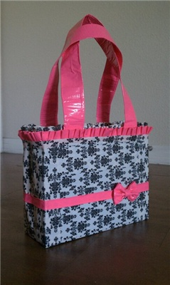 "I can sew all day long but not sure I know how to execute this ""duck tape"" purse!"