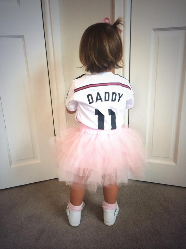 Alba Violet Bale is ready for the match! Cute little Madridista :)