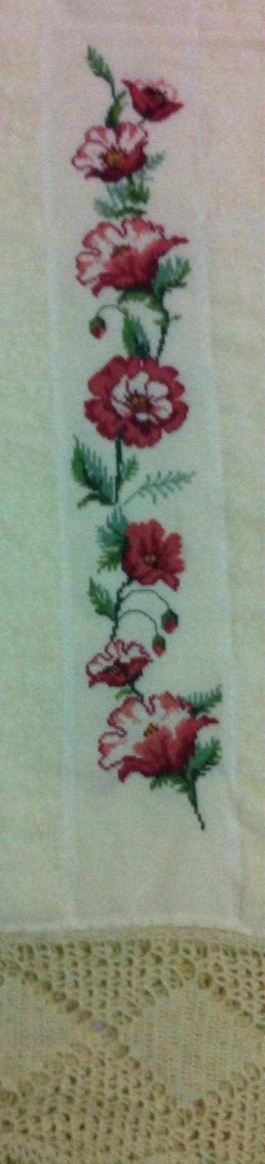 Detalhe com bordados e barra de crochet