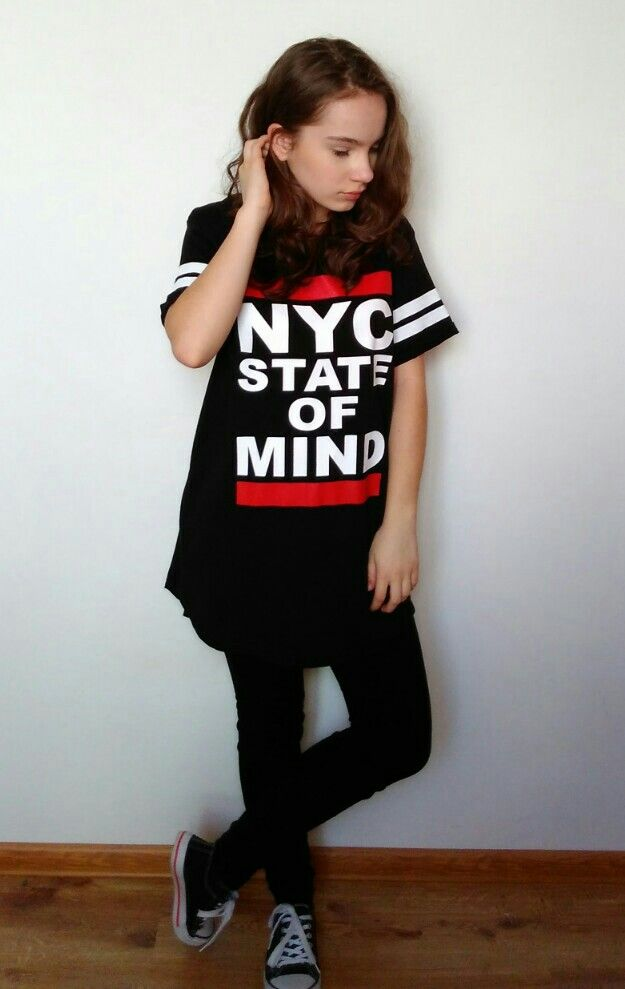 """NYC STATE OF MIND""street style outfit from black overzized T-shirt with black jeans and Vans boots😘. T-shirt from New Yorker."