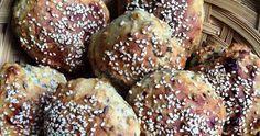 Hurtige, nemme og dejlige grovboller, som ikke engang behøver at hæve. De er klar på 45 minutter og smager fantastiske. Perfekte til madpakken.
