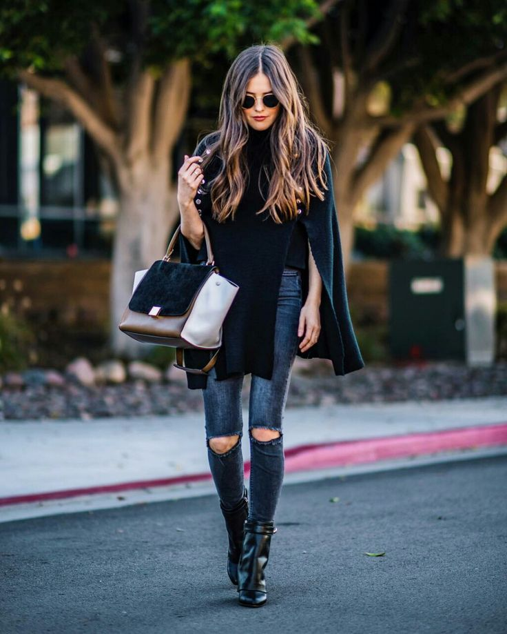 Winter street chic with skinny jeans, wool cape and Celine handbag. #streetstyle #fashion #skinnyjeans #cape #celine #celinebag #fabfashionfix