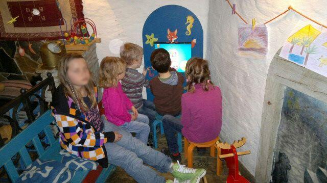 Interaktywny kącik dla dzieci w restauracji. Edukacyjna zabawa - nie ma czasu na nudę. www.zabawiacze.pl
