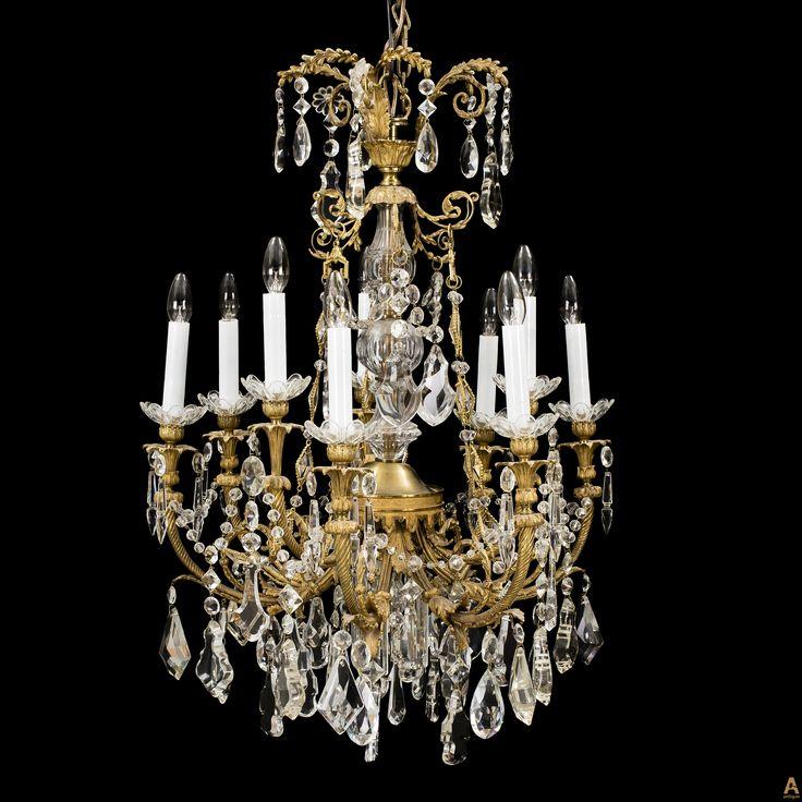 Люстра на девять свечей стиле Людовик XVI. Электрифицирована. Диаметр 70 см.
