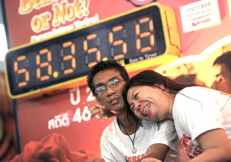 Menangi Lomba Cipokan Puluhan Jam Pasangan Ini Dapat Hadiah Ribuan Dollar dan Cincin Berlian