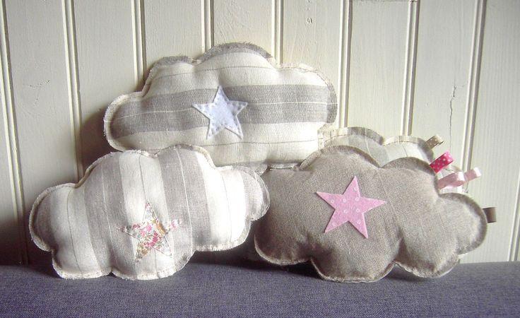 Coussin nuage en lin et sa petite étoile en tissu Liberty rose crème : Linge de lit enfants par fees-et-rires