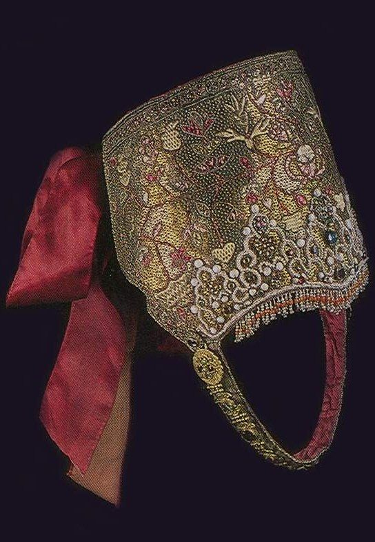 Traditional head band of an unmarried girl from Northern Provinces, Russia. 18th century. #Russian #folk #costume