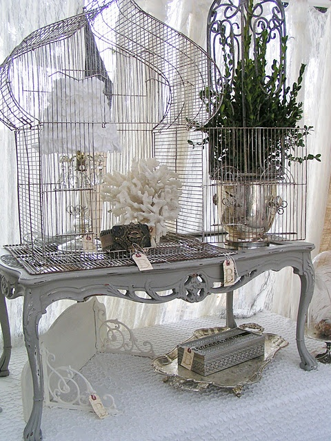 #birdhouse #silver tray #coral #chalk paint ...what a beautiful vignette!: Birdhouses, Vintage Chic, Birds Cages, Country Roads, Birds Houses, Shabby Chic, Birdcages, Display, Blossoms Vintage