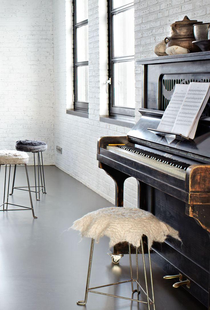 warehouse in Friesland, Netherlands Styling: Marianne Luning Fotografie: Alexander van Berge Editie: vtwonen maart 2011