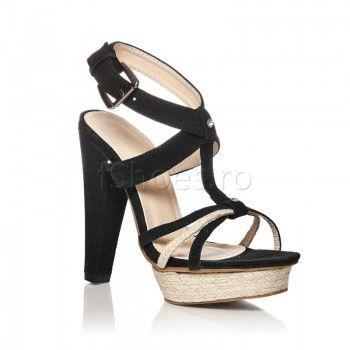 Confectionate din piele intoarsa ecologica si cu un toc de 13 cm, sandalele Twist – Negru sunt alegerea cea mai potrivita pentru o seara petrecuta in oras. Combina- le cu o fusta tutu si un top negru si toti vor fi la picioarele tale! Nu rata ocazia de a fi vedeta serii cu sandalele Twist – Negru!