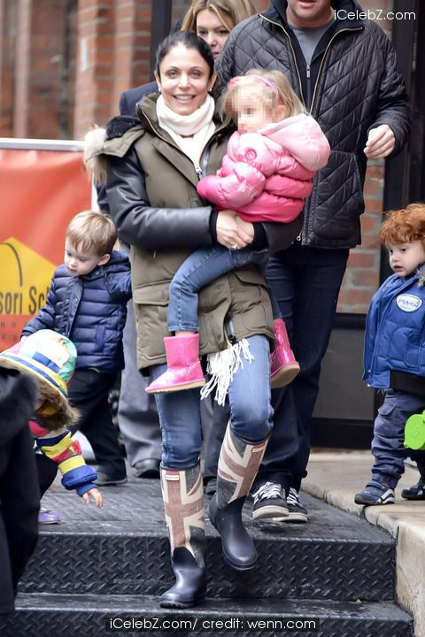 Bethenny Frankel picks up her daughter Bryn from school http://www.icelebz.com/events/bethenny_frankel_picks_up_her_daughter_bryn_from_school/photo1.html