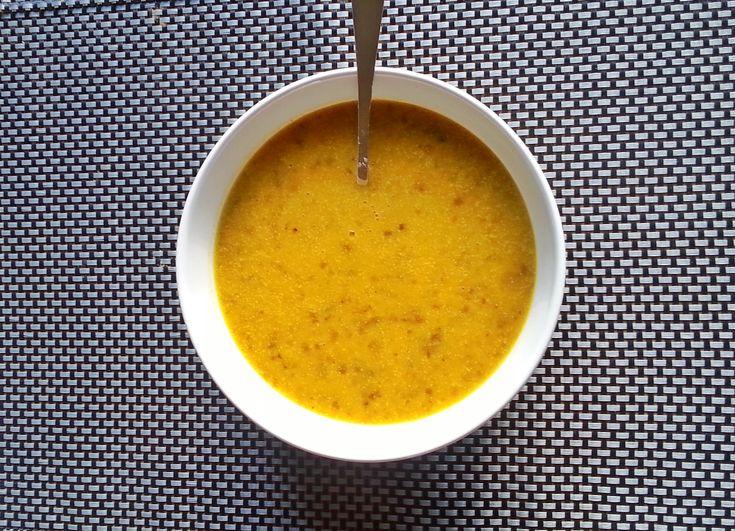 Deze soep van zoete aardappel is lekker vullend door de linzen. Er zit een heerlijke, zoetige smaak aan deze soep waar ik echt gek op ben!