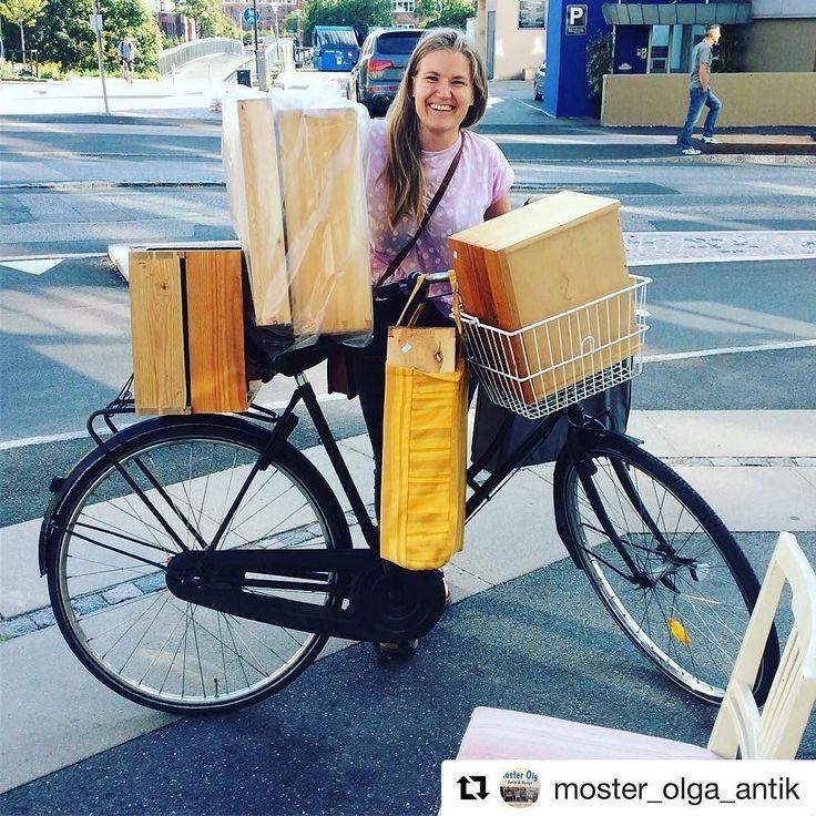 Dagens genbrugsfund hos @moster_olga_antik i Valby - Opbevaringskasser i forskellige størrelser. Og ja der kan være meget på en cykel når man har vilje og ikke har bil. Glæder mig til at fortælle jer og vise jer hvilket projekt de skal bruges til.  #genbrugsfund #mosterolga #valby #interiør #interiørstylist #interiørstyling #bolig #boligindretning #boligstylist #boligstyling #indretning #projekt #opbevaringskasser #fraetgammeltkøkken #pakæsel #cykellæs #læspå #cykeltransport #vilje #ingenbil…