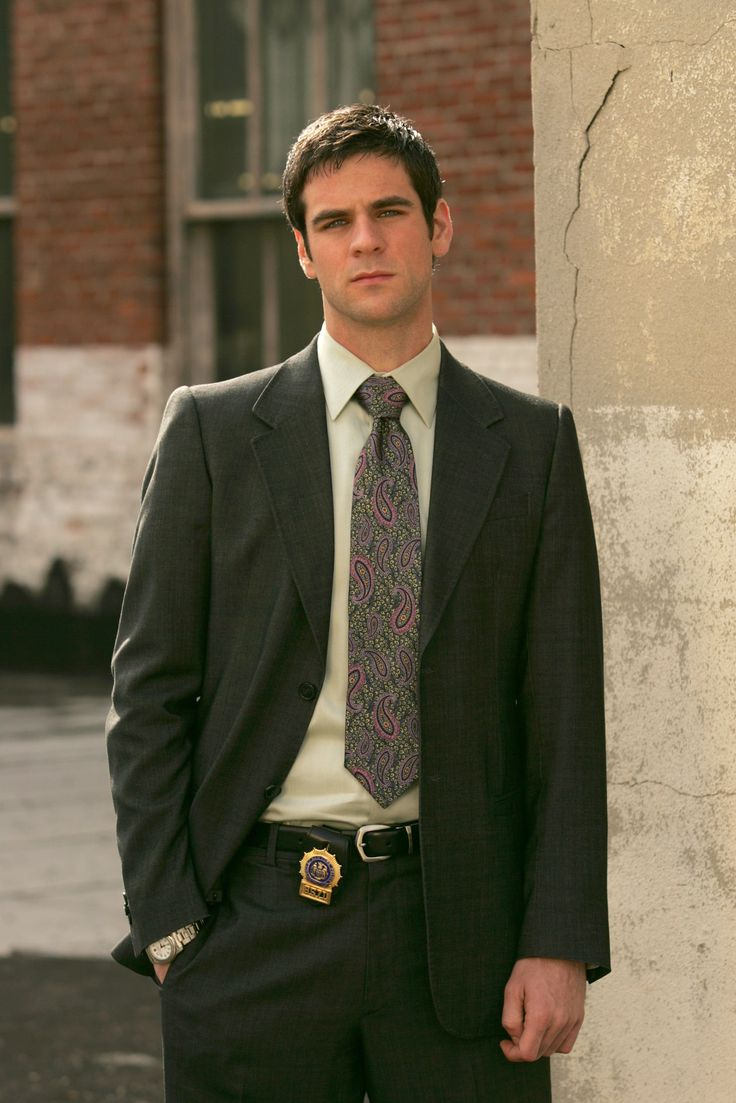 """CSI: NY - Det Donald """"Don"""" Flack Jr. (badge #8571) is a Homicide Detective.Flack was born and raised in Queens, has a """"legendary"""" father, a sister named Samantha Flack and at least one brother, and his mother used to make corned beef every Wednesday.   - Edmund Patrick """"Eddie"""" Cahill (born January 15, 1978) is an American actor   #CSI  #kurttasche"""