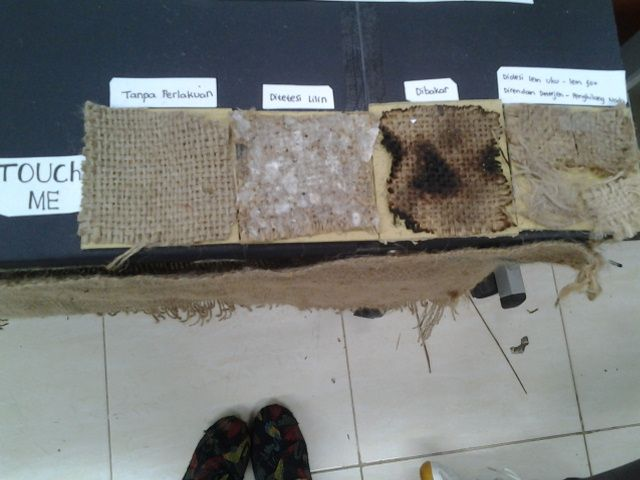 tekstur yang terjadi akibat suatu perlakuan terhadap karung goni