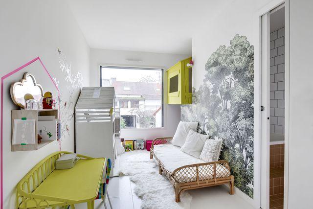 La chambre des filles, un coin nuit ludique avec cabane et salle de bains partagée !