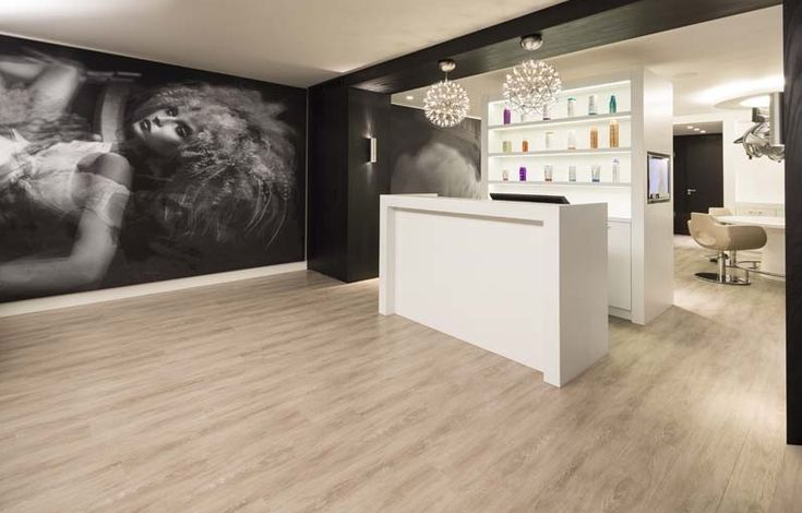 Pi di 25 fantastiche idee su saloni di parrucchieri su for Gamma arredamenti parrucchieri