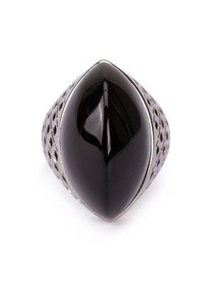 Anel com banho de ródio negro e obsidiana negra