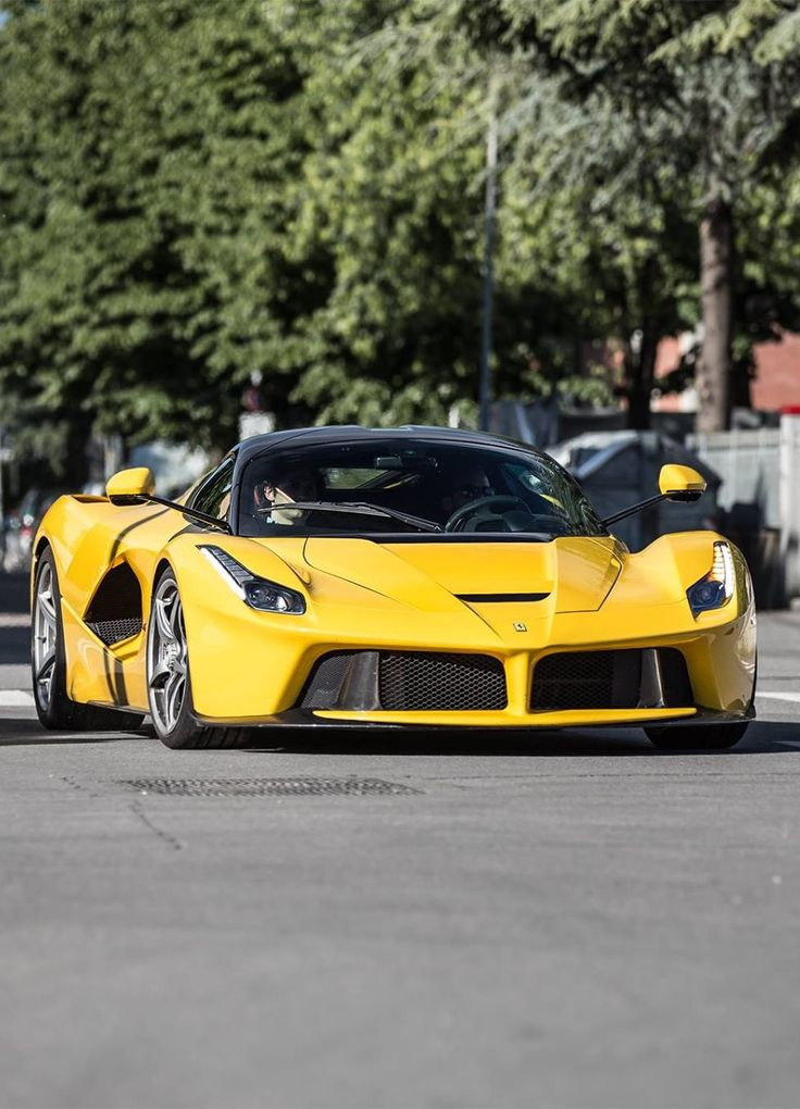 Ferrari Laferrari.Luxury, amazing, fast, dream, beautiful,awesome, expensive, exclusive car. Coche negro lujoso, increible, rápido, guapo, fantástico, caro, exclusivo.