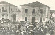 Demonstração de combate a incêndios da Sociedade Teuto-Brasileira de Bombeiros Voluntários na Casa da Câmara e Cadeia de Curitiba, em 1897.