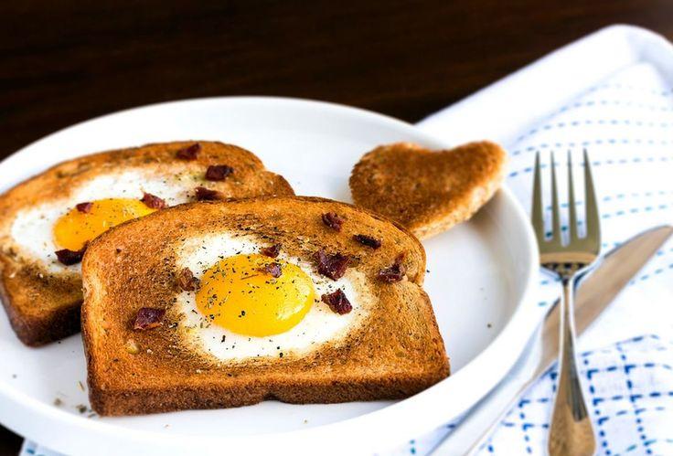 Французские тосты с яйцом и пикантным соусом https://foodmag.me/frantsuzskie-tosty-s-yajtsom-i-pikantnym-sousom  Время приготовления: 15 мин. Сложность приготовления: Просто Колорийность: 407 Ккал Количество порций: 4 Количество ингредиентов: 7  Ингредиенты: 100 мл сливок 22%. 4 куска хлеба для тостов. лук репчатый – 1 небольшая луковица. масло растительное – 2 ст.л.. соль. укроп. яйцо – 4 шт,.  Этапы приготовления: Приготовить соус. Укроп вымыть, обсушить и измельчить. Луковицу очистить…