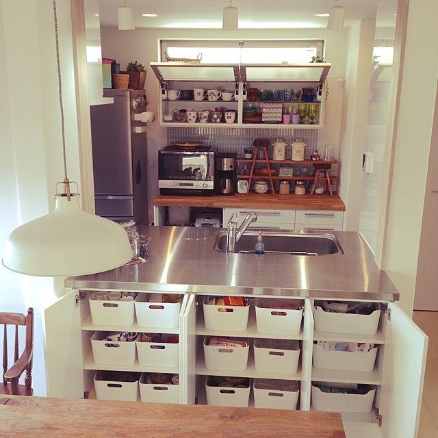 女性で、Otherのキッチン収納/収納/キッチンについてのインテリア実例を紹介。「キッチン背面側は普段使いのグラスやマグカップを。ダイニング側にはIKEAのVARIERAでお客様用のカップやワイングラス、お弁当箱、水筒、薬などを分けて収納しています。」(この写真は 2014-06-02 10:42:49 に共有されました)