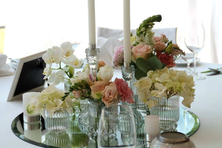 Gorgeous centerpiece inspiration for your wedding. orchids, rosen and hydrangeas. Design by Blickfang Tropp Austria