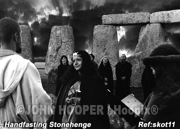 Handfasting  Stonehenge.