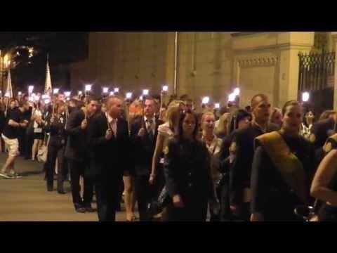 Szalamander 2013.06.19. Miskolc Miskolci Egyetem végzős hallgatóinak fáklyás felvonulása, ballagása. Egyetemisták így búcsúznak az Egyetemtől, Miskolctól és tanáraiktól.
