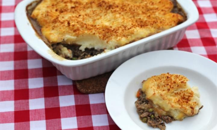 This healthy shepherd's pie recipe doesn't sacrifice taste for calories. It gives you a balance of carbs, lean meat and vegetables all in the one dish plus it's yummy to boot!