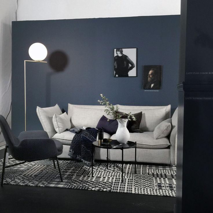 Veggen på bildet er 4477 Deco Blue,  jotun