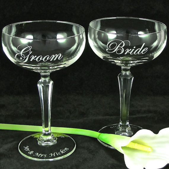 2 Classic Champagne Glasses for Bride & Groom, Personalized Champagne Coupes / Saucers, Classic Wedding