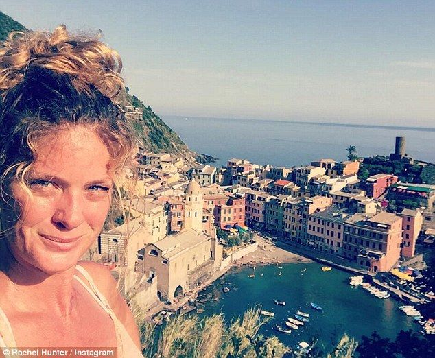 Rachel Hunter goes makeup free and shows off her wildly untamed locks