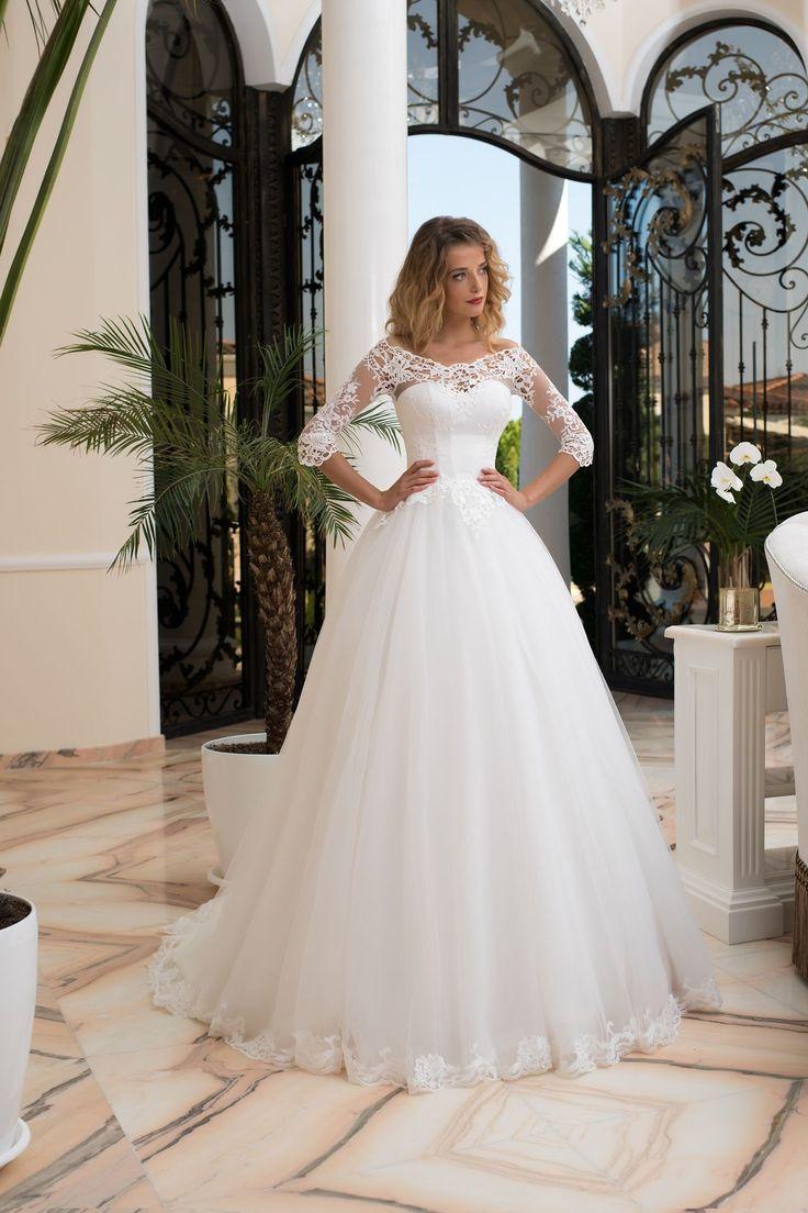 Jemné svadobné šaty so širokou sukňou a čipkovanými rukávmi