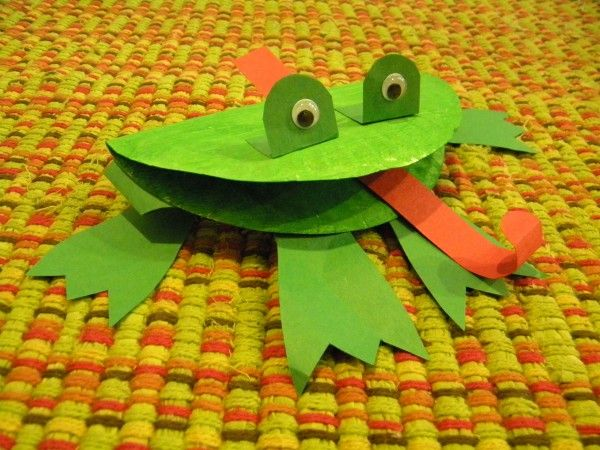 """Frog Craft (use during F is for Frog week). I've done these using those noisemakers for the tongues, so the kids can run around blowing the tongues out and """"catching"""" flies."""
