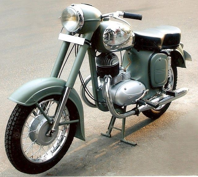 Yezdi (Jawa) Model B 350. Made in India. 350cc Twin Two-Stroke engine.