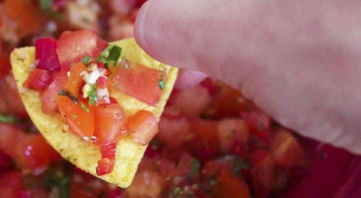 Si adoras los aperitivos salados, te presentamos 13 alternativas saludables. Ideas para comer entre horas manteniendo la línea.