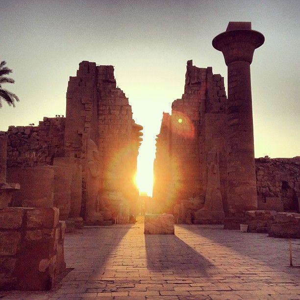 Von Luxor - eigentlich von ganz Ägypten träume ich seit meiner frühen Kindheit. Die altägyptische Hochkultur hat mich schon immer fasziniert. Meine Eltern waren dort auf Hochzeitsreise, das ist der Ursprung meiner Lust auf dieses Land. Ich hoffe, eines Tages werde ich alles mit eigenen Augen sehen.