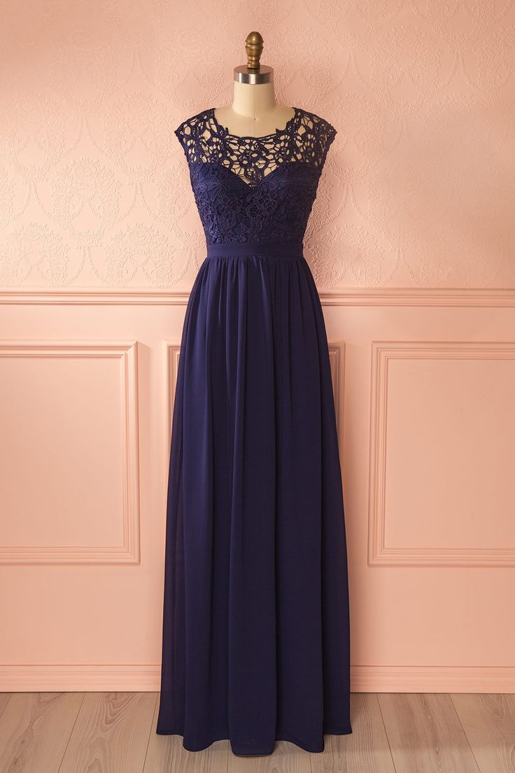 Maelysse #Boutique1861 / A navy lace dress is a good way to stay elegant and feminine ! #promdresses #bridesmaids