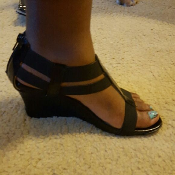 Kenneth Cole Black Patent Leather dressy sandal Barely Worn cute, comfortable sandal Kenneth Cole Reaction Shoes Sandals
